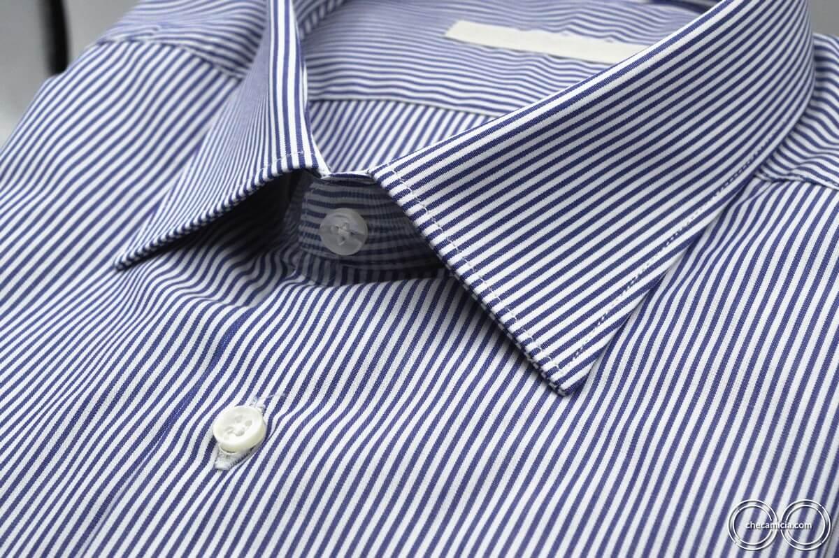 Camicia a righe bianca e blu colletto italiano tessuto popeline cotone Portland